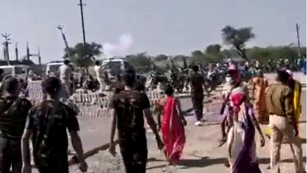 watch Video: Clash Between People and police over water crisis at bharuch district