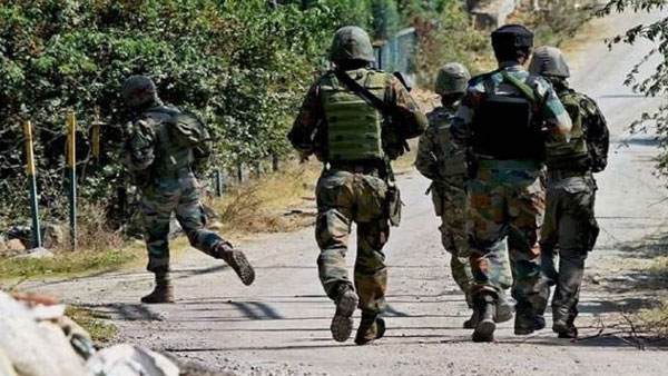 jammu kashmir news Encounter in Lawaypora area of Srinagar terrorist and security forces