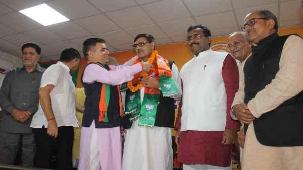 इसे भी पढ़ें- J&K DDC polls:सिर्फ एक हिंदू परिवार वाली सीट से जीतने वाले BJP उम्मीदवार इकबाल मलिक कौन हैं ?