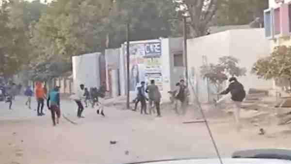 ये भी पढ़ें:- मथुरा के राष्ट्रीय स्वयंसेवक कार्यालय पर 40 से 50 लोगों ने किया हमला, लापरवाही बरतने पर दो पुलिसकर्मी सस्पेंड