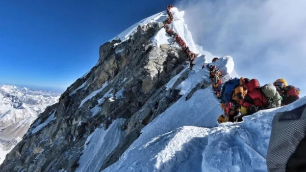 माउंट एवरेस्ट पर कई पर्वतारोही मिले कोरोना संक्रमित, आंकड़ों को छिपा रही है नेपाल सरकार