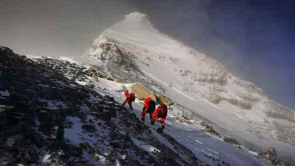 कैसे बढ़ी माउंट एवरेस्ट की ऊंचाई, जिसका नेपाल और चीन ने किया है दावा
