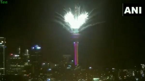 VIDEO: नई उम्मीदों के साथ न्यूजीलैंड और ऑस्ट्रेलिया ने किया नए साल का स्वागत