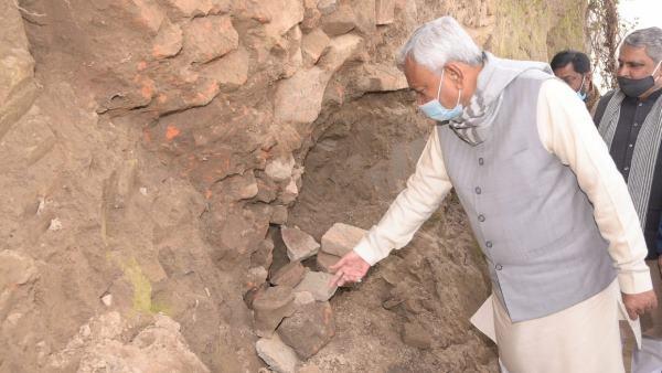 मुख्यमंत्री नीतीश कुमार ने भागलपुर के गुवारीडीह ग्राम में पुरातात्विक स्थल का किया परिभ्रमण