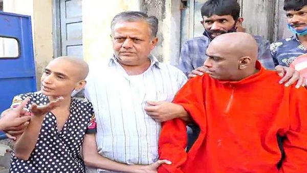 गुजरात: 10 साल तक 1 ही कमरे में बंद रहे ये 3 भाई बहन, NGO पहुंचा तो देखा दिन का उजाला