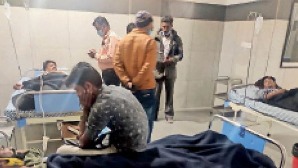 Six injured including 2 women in Harsha fire barat at ratlam