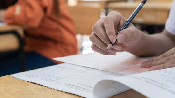 ये भी पढ़ें- CBSE Revised Syllabus 2022: सीबीएसई ने 10वीं-12वीं बोर्ड परीक्षा के लिए जारी किया संशोधित सिलेबस