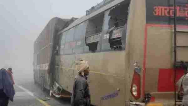 ये भी पढ़ें:- लखनऊ-आगरा एक्सप्रेसवे पर खड़े कंटेनर में पीछे जा घुसी प्राइवेट बस, चार यात्रियों की मौत