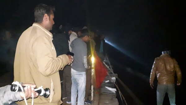 kidnappers car falls into yamuna river in auraiya three people lost life