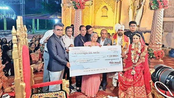 गुजरात: 7 फेरों के बाद दुल्हन ने कन्यादान में मिले 1.5 लाख रुपए राम मंदिर के लिए दिए, बोली- अयोध्या जाकर करूंगी भगवान के दर्शन