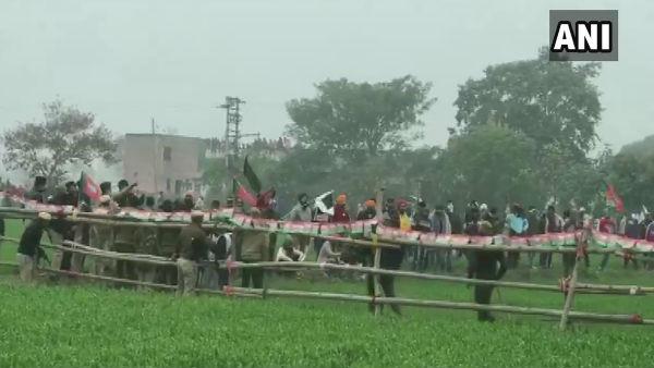 इसे भी पढ़ें- खट्टर की महापंचायत: किसानों पर लाठीचार्ज, बवाल के बाद CM ने रद्द किया प्रोग्राम