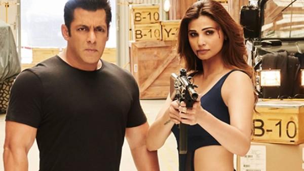 Bollywood News: अचानक स्टेज पर फूट-फूटकर रोने लगीं एक्ट्रेस डेजी शाह, शेयर की अपने दिल की बात