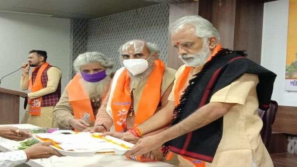 राम मंदिर के लिए गुजरात के किसानों ने दिया लाखों का चंदा, पूरे गांव ने बरसाया 'धन'