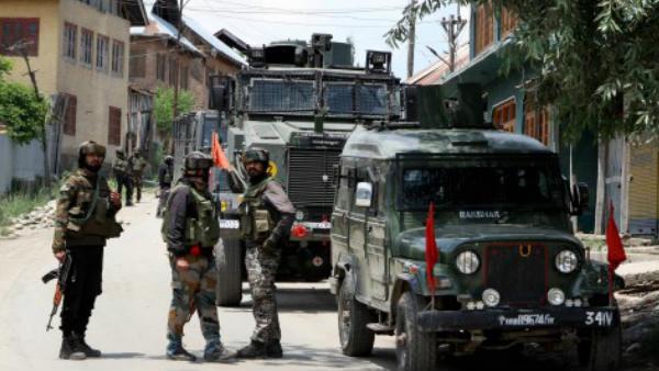 जम्मू-कश्मीर में 2019 के मुकाबले 2020 में 64 फीसदी कम हुई आतंकी घटनाएं- गृह मंत्रालय