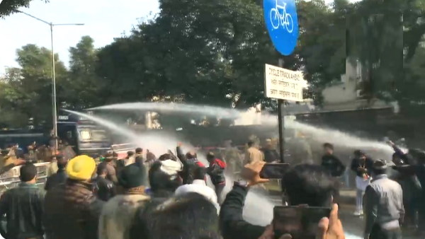 WATCH video: water cannon used to stop protesters in chandigarh, protest against Farm Laws