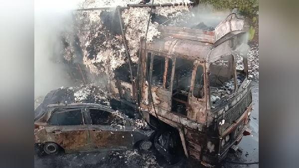 गुजरात में भीषण हादसा: कपास से भरे ट्रक से टकराई कार, आग लगी, 3 महिलाएं जिंदा जलीं, दोनों वाहन खाक