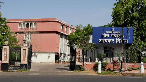 Jaipur : 3 नामी कारोबारी समूहों के ठिकानों पर आयकर के छापे, 1500 करोड़ की बेनामी संपत्ति मिली