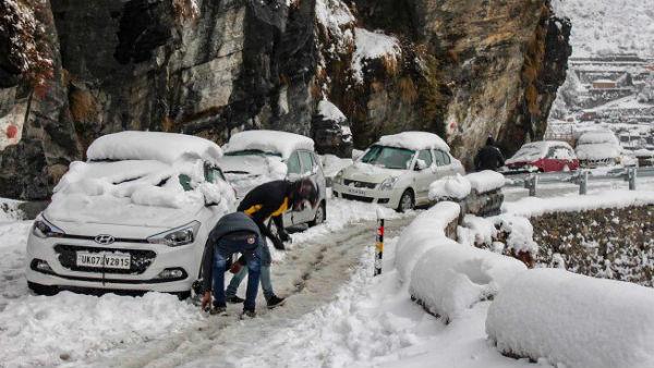 यह पढ़ें: J&K Weather Updates: धरती की 'जन्नत' का मौसम खराब, नेशनव हाईवे बंद, परीक्षाएं स्थगित, उड़ानें रद्द