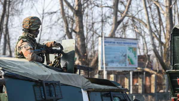 जम्मू कश्मीर: अवंतीपोरा एनकाउंटर में मारे गए 2 आतंकवादी, शोपियां में भी 5 आतंकी ढेर, ज्वॉइंट ऑपरेशन जारी