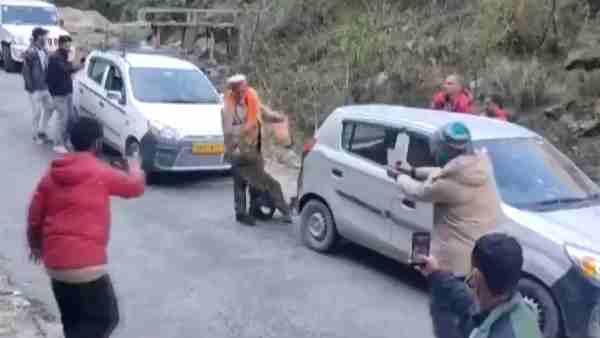 ये भी पढ़ें:- VIDEO: कुल्लू में सड़क पर निकला तेंदुआ, लोगों के साथ खेलता हुआ आया नजर