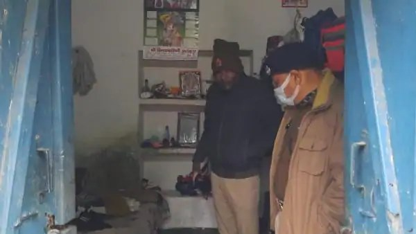 मिर्जापुर: सेना के जवान की पत्नी की धारदार हथियार से गला रेत कर हत्या, जांच में जुटी पुलिस