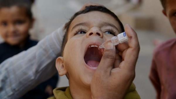ये भी पढ़ें- महाराष्ट्र में बड़ी लापरवाही: 12 बच्चों को पोलियो ड्रॉप के बजाय पिला दी गई सैनेटाइजर की दो बूंदे