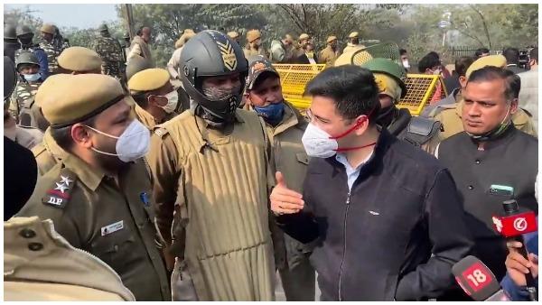 पीने का पानी रोके जाने पर सिंघु बॉर्डर पहुंचे AAP विधायक राघव चड्ढा, कहा- देश का किसान आंतकवादी नहीं है, वो...
