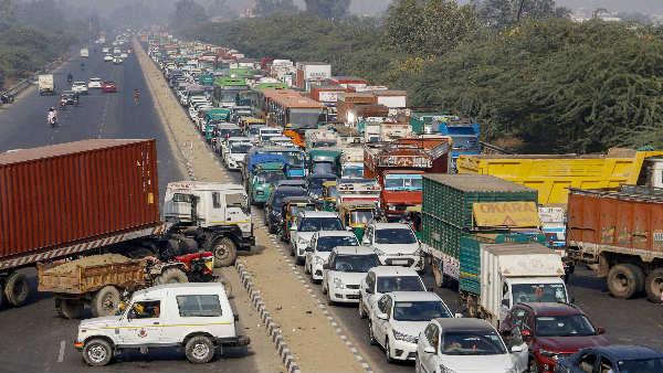 ये भी पढ़ें:- Farmers Protest के चलते बंद हुआ चिल्ला-गाजीपुर बॉर्डर, नोएडा-गाजियाबाद से दिल्ली जाने वाले लें वैकल्पिक मार्ग