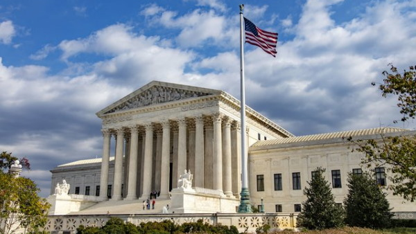 US Supreme Court is being evacuated due to a bomb threat reports