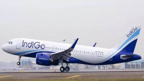 श्रीनगर एयरपोर्ट पर बर्फ की चट्टान से टकराया विमान, सभी यात्री सुरक्षित