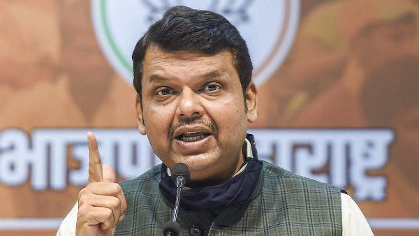 ये भी पढ़ें- महाराष्ट्र में रेमडेसिविर पर गरमाई राजनीति, देवेंद्र फडणवीस बोले- रेमडेसिविर सप्लायर को पुलिस कर रही है परेशान
