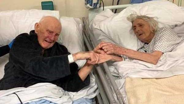 Covid: 91 साल के दंपती ने हाथ पकड़े दुनिया को कहा अलविदा, सामने आई दिल छूने वाली तस्वीर