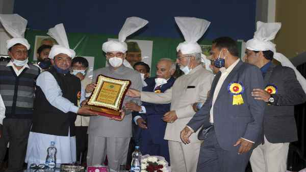 इसे भी पढ़े- Jammu:कांग्रेस नेता गुलाम नबी आजाद ने की PM Modi की तारीफ, बोले- प्रधानमंत्री बनने के बावजूद......