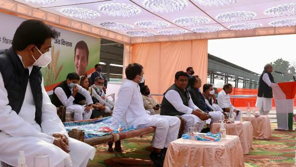 राहुल गांधी का राजस्थान दौरा : जब बीच रैली में मंच टूट गई 'कांग्रेस की खटिया', देखिए वीडियो