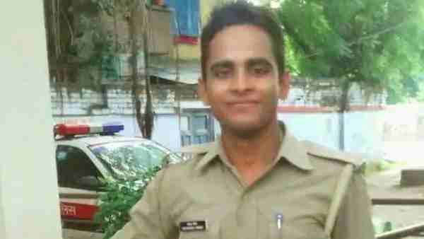 ये भी पढ़ें:- Kasganj: मोती धीमर को पुलिस ने मुठभेड़ में किया ढेर, शहीद सिपाही के पिता बोले- बेटे की शहादत का अब लिया बदला