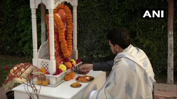 इसे भी पढ़ें- बजट से पहले अनुराग ठाकुर ने घर में की पूजा-अर्चना, बोले- बजट आम जनता की अपेक्षा के अनुसार होगा