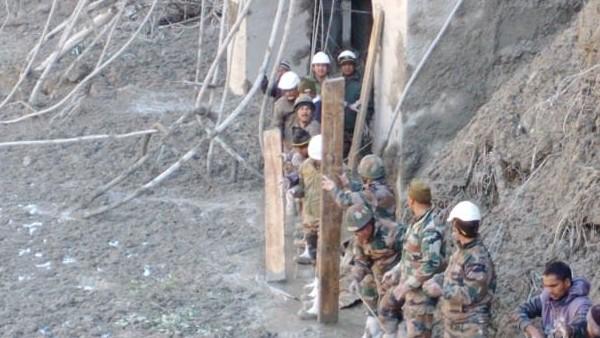 चमोली त्रासदी: तपोवन डैम टनल से 16 लोग सुरक्षित निकाले गए, अबतक 10 लोगों की मौत