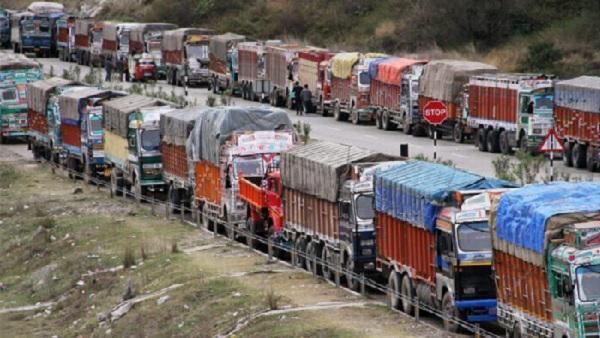 Farmers Protest: ऑल इंडिया मोटर ट्रांसपोर्ट एसोसिएशन ने भी दिया किसानों के 'चक्का जाम' को समर्थन