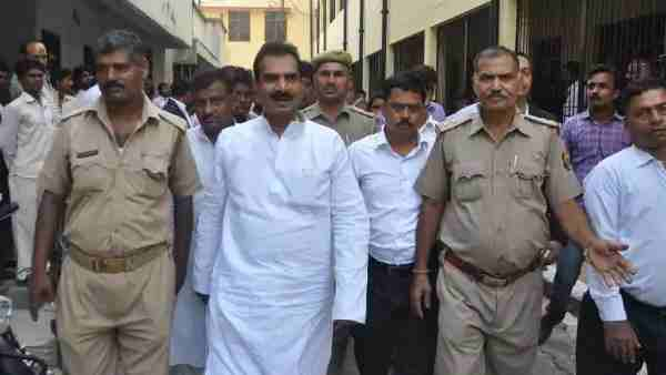 ये भी पढ़ें:- Gorakhpur: पूर्व राज्यमंत्री जितेंद्र जायसवाल समेत तीन पर हत्या का केस दर्ज, महावती रफीक की हत्या का आरोप