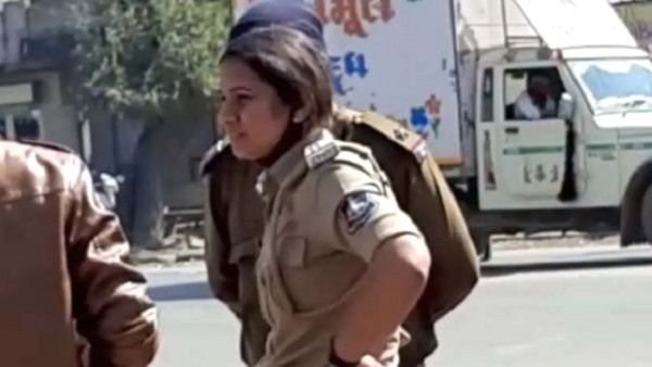 In gujarat, a woman PSI and her team caught robbers