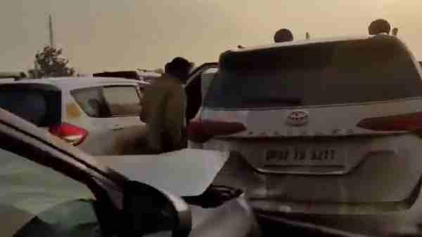 ये भी पढ़ें:- रामपुर जाते वक्त Priyanka Gandhi के काफिले के वाहन आपस में टकराए, हापुड़ रोड पर हुआ हादसा