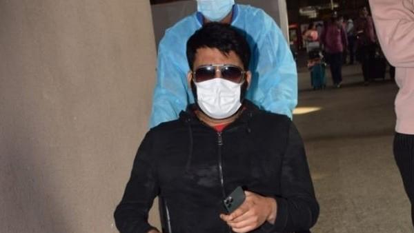 मुंबई एयरपोर्ट पर व्हील चेयर पर दिखे कॉमेडियन कपिल शर्मा, फैंस हुए परेशान