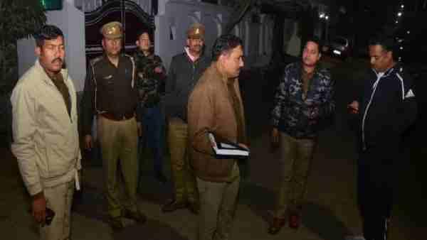 ये भी पढ़ें:- Lucknow: डॉक्टर पिता-पुत्र ने की खुदकुशी, सुसाइड नोट में लिखा 'अब सहा नहीं जाता'