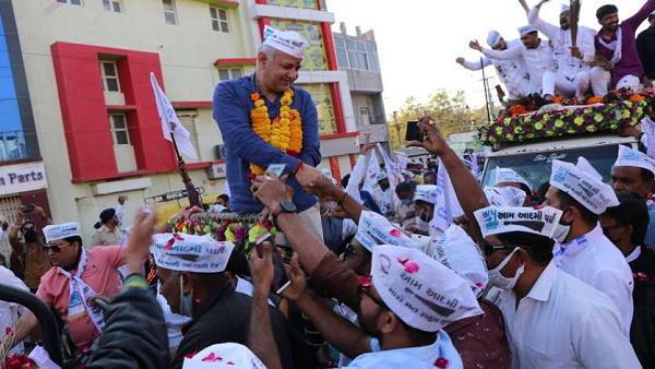 गुजरात आए दिल्ली के डिप्टी CM मनीष सिसोदिया, राजकोट में किया चुनावी रोड-शो