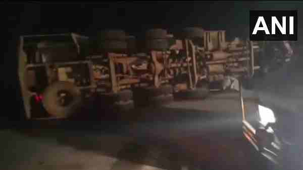 Mathura Accident News: many persons died after an oil tanker collided with the car