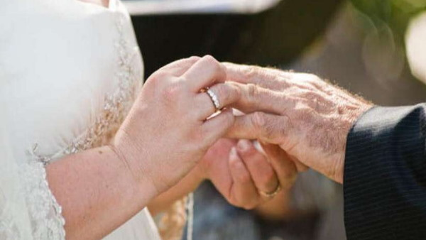 65-year-old bride and 58-year-old Bridegroom got married in Kerala Old Age Home