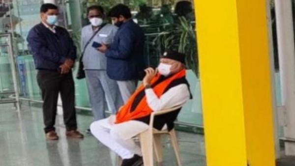 अमौसी एयरपोर्ट के बाहर धरने पर बैठे पीएम मोदी के भाई प्रहलाद मोदी, जानें क्यों?
