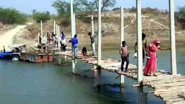 ये भी पढ़ें:- Kanpur: रिंद नदी पर ग्रामीणों ने खुद बनाया पुल, पिछले 25 सालों से सांसद, विधायकों के लगा रहे थे चक्कर
