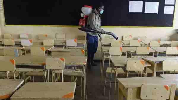 ये भी पढ़ें:- UP में स्कूल खोलने के लिए योगी सरकार ने जारी की 'SOP', छह फीट की दूरी और 50 प्रतिशित बच्चे ही बुलाए जा सकेंगे