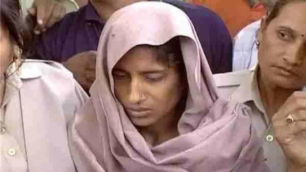 ये भी पढ़ें:- यूपी के इस गांव में आज भी कोई नहीं रखता अपनी बेटी का नाम 'शबनम', बेटे को बुलंदशहर के दंपति ने लिया था गोद